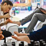 הטיפולים מתבצעים תוך ישיבה בכסאות מסאז' מפנקים, ונהנים מגישה חופשית לאינטרנט עם אפשרות לשימוש בטאבלט אישי המסופק על ידינו, ומקפה או תה שאנו מגישים