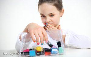 מיני מניקור לילדים – טיפול בציפורניים ים מריחת לק. טיפול מניקור עדין המיועד בעיקר לנערות